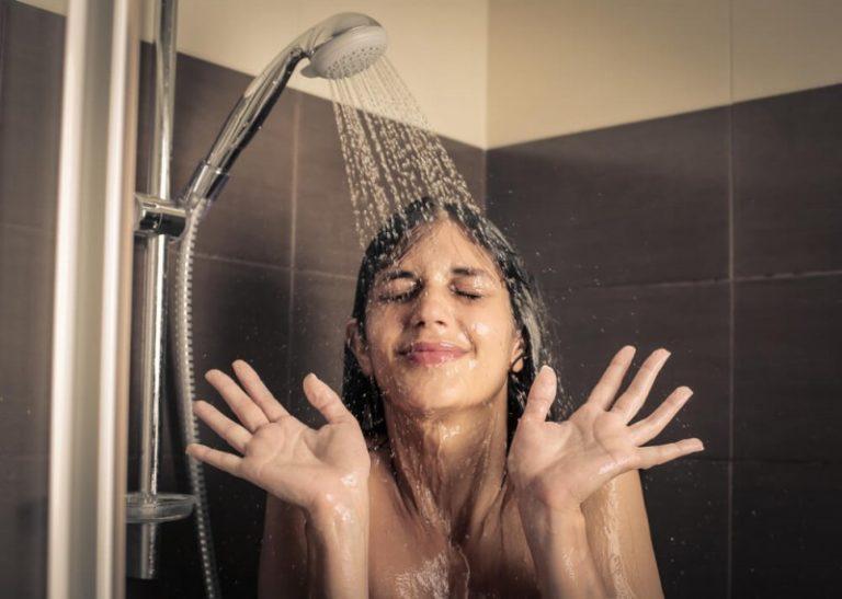 Os especialistas indicam quantos banho você deve tomar por semana